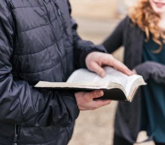 A importância de ler a Bíblia com as crianças